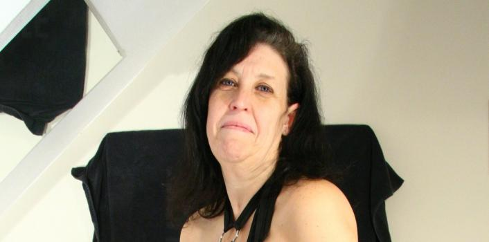 Mature.nl- Horny mom pleasing herself with her vibrator