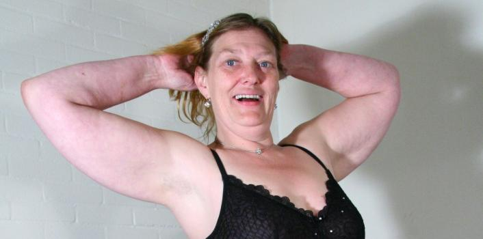Mature.nl- Bored Housewife decides to have some fun