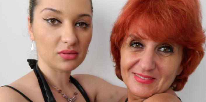 Mature.nl- Young lesbian teen sucks mature woman_s tits