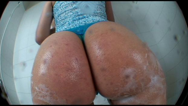Bigasstease.com- Her ass cheeks so large it_s hard to believe