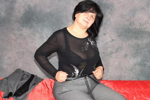 Mature.nl- Chubby mama playing with her tits and pussy