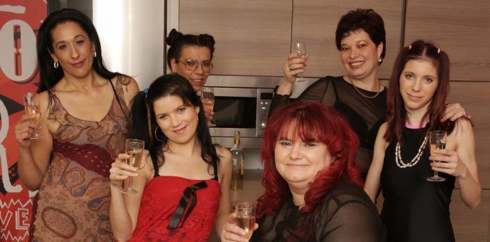 Mature.nl- 6 kinky lesbians pleasuring eachother