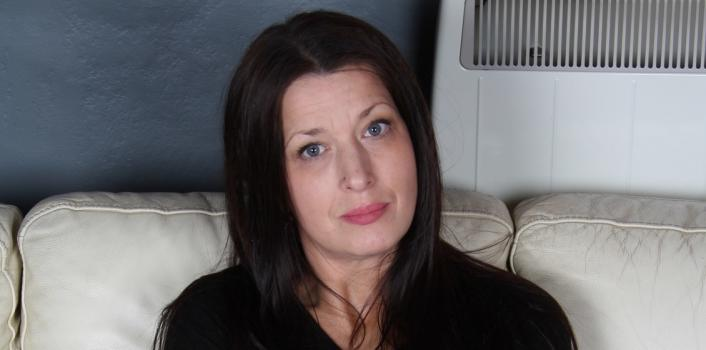 Mature.nl- Horny brunette loves to masturbate when she is home alone