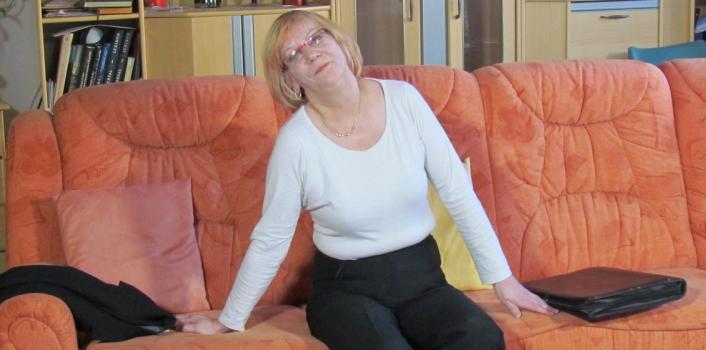 Mature.nl- Naughty grandma playing with a big dildo