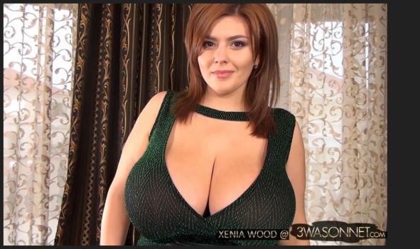 3wasonnet.com- BARE BREASTS IN GREEN DRESS