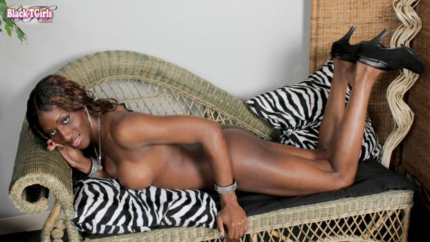 Black-tgirls.com- Beautiful India Strokes For You