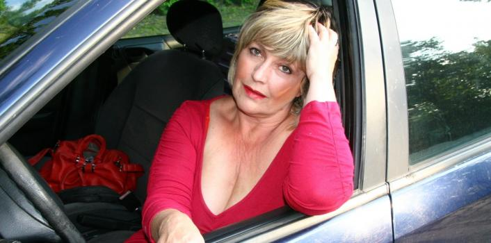 Mature.nl- Out in the woods this Belgian housewife is tempted to show her naughty side.