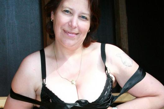 Mature.nl- Horny mature slut with thick legs and a big ass doing sexy stuff in public