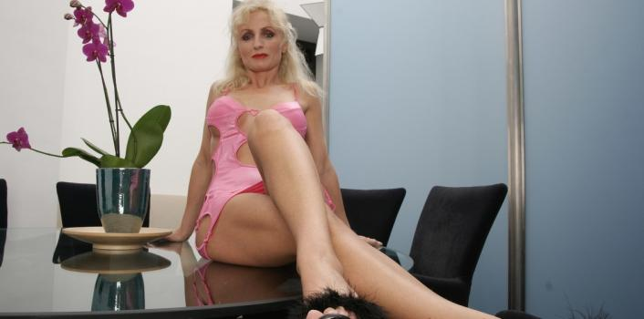 Mature.nl- Sexy milf beeing very naughty and touches her shaved pussy