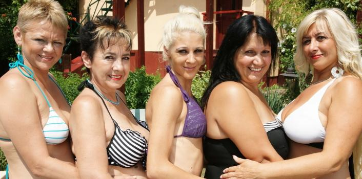 Mature.nl- 5 naughty ladies eating pussy at an old and young lesbian poolparty