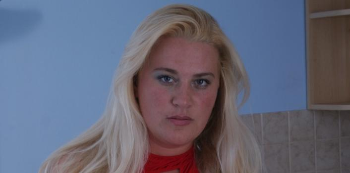 Mature.nl- Blonde mature lady plays with 2 dildos at the same time