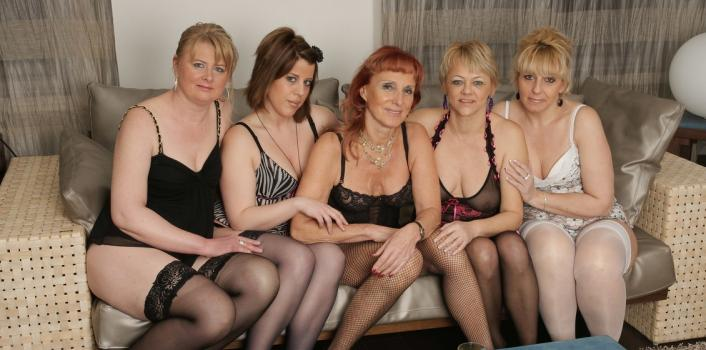 Mature.nl- Old and young lesbian party
