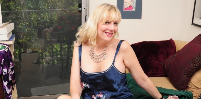 Mature.nl- Mature lady showing off her hot body on cam
