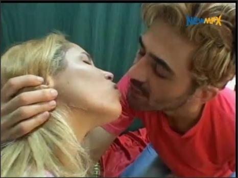 Newmfx.com- Valentine_s Day Kissing