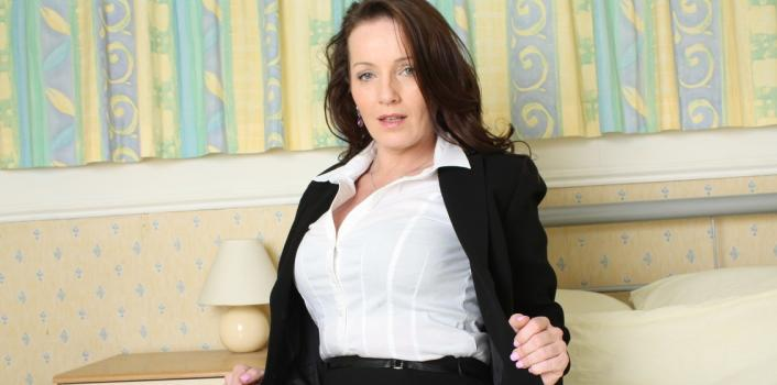 Mature.nl- Sexy MILF in black stockings showing her pussy