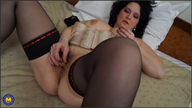 Mature.nl- Horny mature lady with big natural tits plays with herself