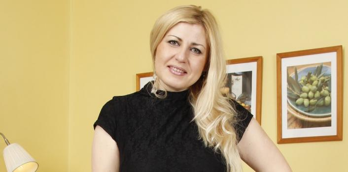Mature.nl- Naughty blonde MILF plays with herself