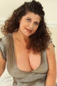 Mature.nl- Hot mom plays with her shaved