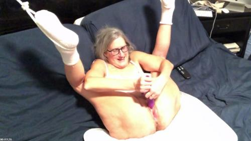 Hot Milf Enjoys Toying Her Wet Pussy Takes A Big Butt Plug In Her Ass | SilverFox59