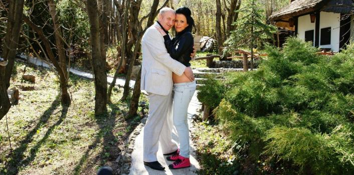Mature.nl- Teen gets fucked by an old men in the woods
