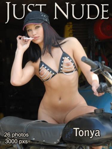 JN - 2006-09-04 - Tonya - Set 134 (26) 2014X3000