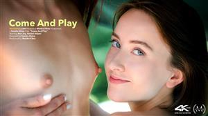 vivthomas-20-10-13-ann-joy-and-rachel-adjani-come-and-play.jpg