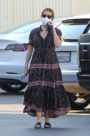 ashley-tisdale-in-dress-arrives-at-a-studio-in-los-angeles-08.jpg