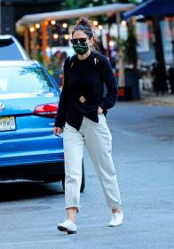 katie-holmes-out-and-about-in-new-york-01.jpg