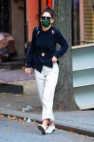 katie-holmes-out-and-about-in-new-york-02.jpg