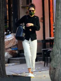 katie-holmes-out-and-about-in-new-york-04.jpg
