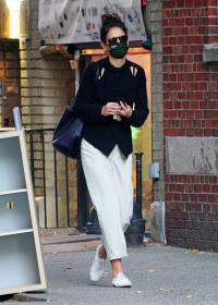katie-holmes-out-and-about-in-new-york-06.jpg