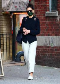 katie-holmes-out-and-about-in-new-york-08.jpg