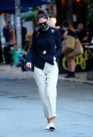 katie-holmes-out-and-about-in-new-york-10.jpg