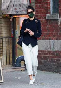 katie-holmes-out-and-about-in-new-york-11.jpg