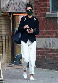 katie-holmes-out-and-about-in-new-york-12.jpg