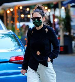 katie-holmes-out-and-about-in-new-york-13.jpg
