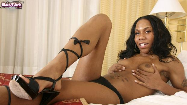 Black-tgirls.com- Sultry Cameron Lures Us Into Her Bed