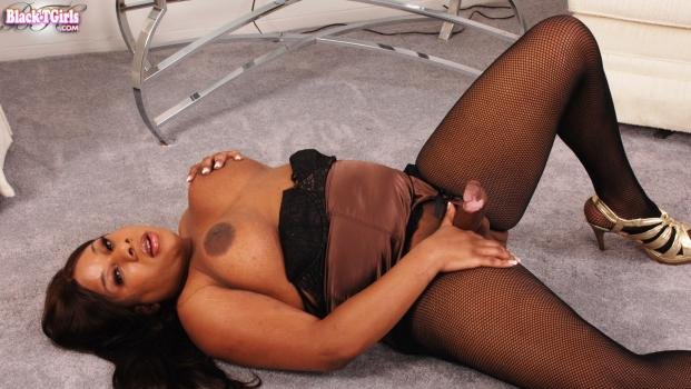 Black-tgirls.com- Carmen Cream_s Simmering Sex Appeal